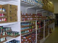 Full shelves at ECHO Food Shelf.